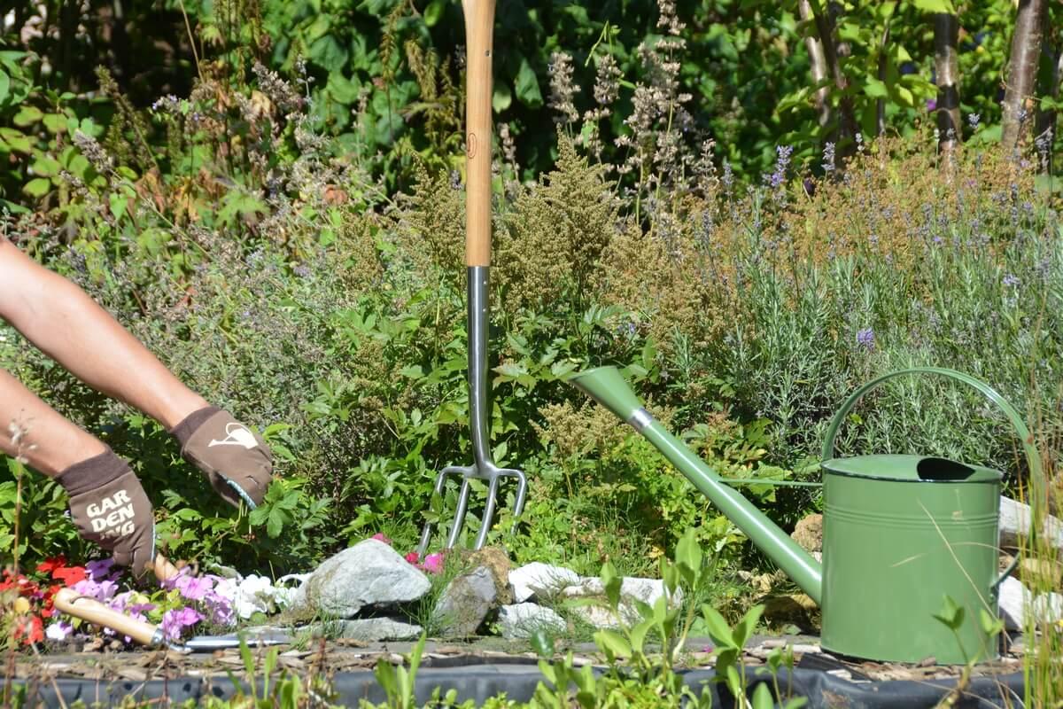 Feliratos kerti kesztyű