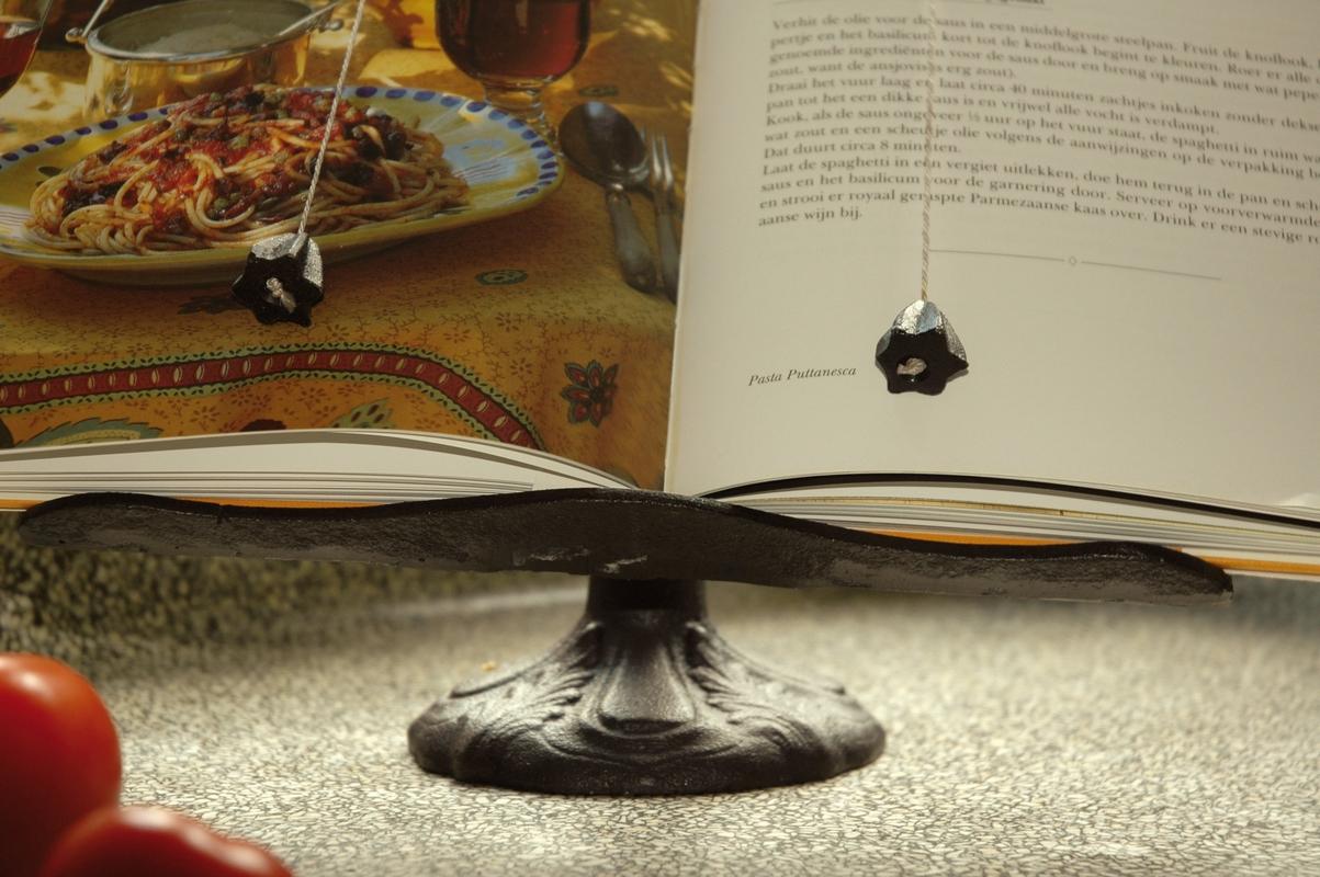 Öntöttvas szakácskönyvtartó