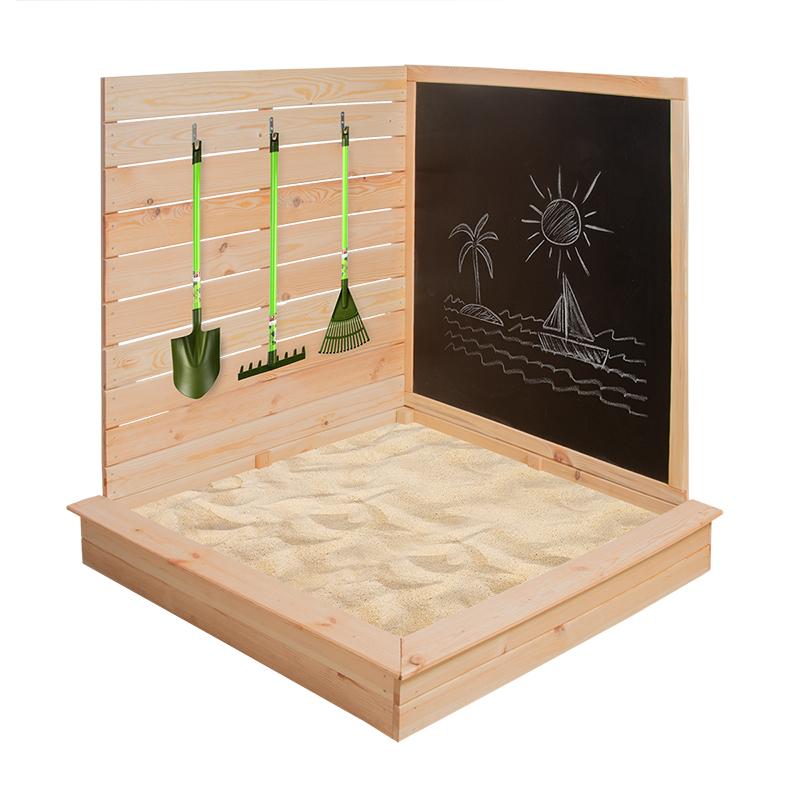 Fából készült homokozó sarok szerszámtartóval és rajzolós fekete táblával