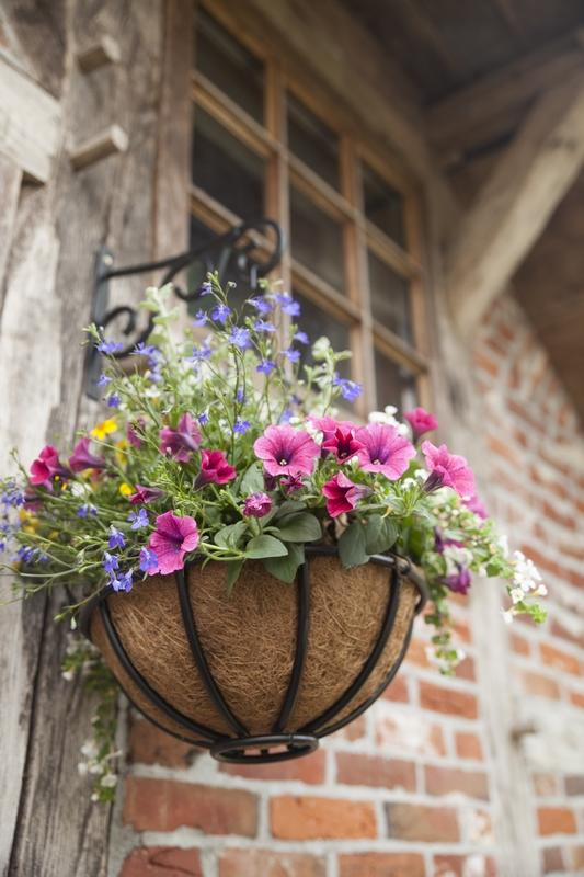 Akasztós virágkosár M