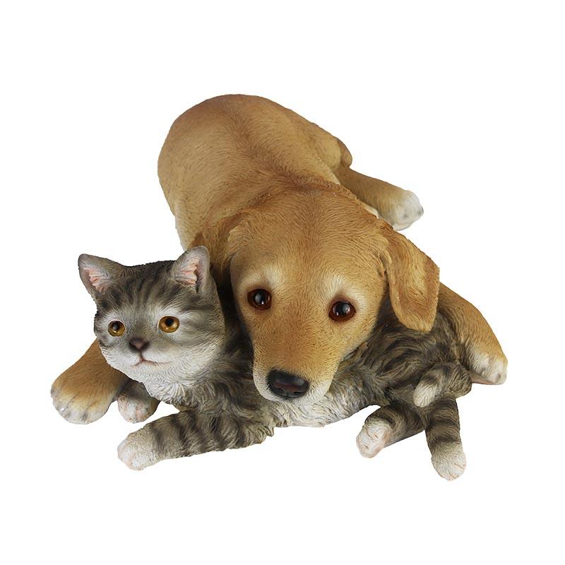 Fekvő labrador kiskutya szobor, cicával, M