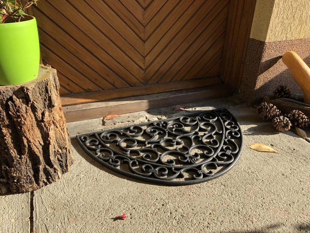 Félkör alakú gumi lábtörlő 66 X 38 cm