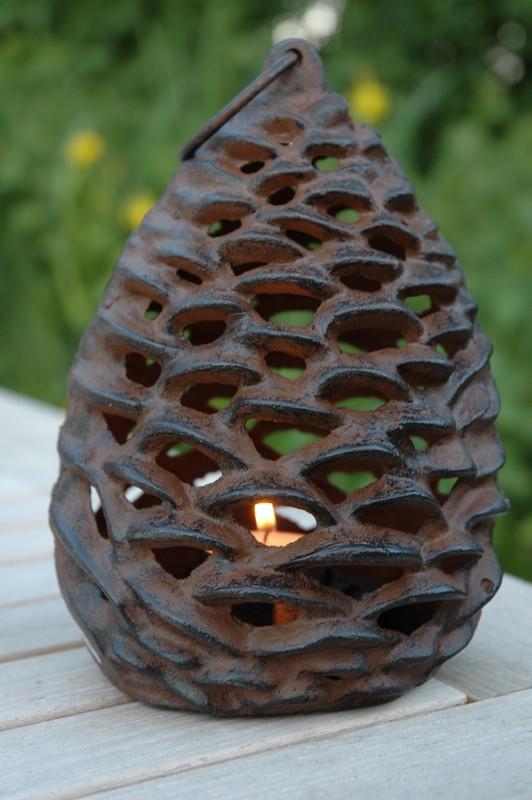 Fenyőtoboz alakú mécsestartó