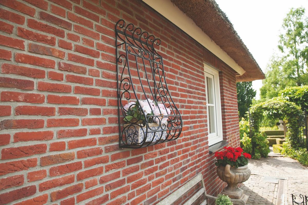 Itáliai stílusú fali virágtartó
