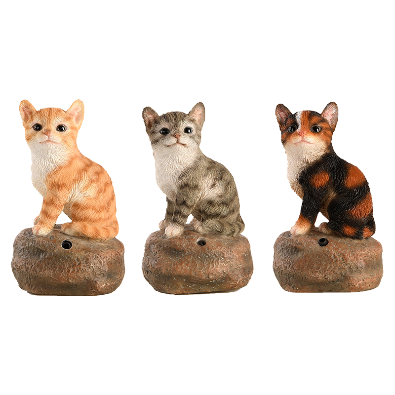 Kövön ülő nyávogó kiscica polyresin szobor, háromféle