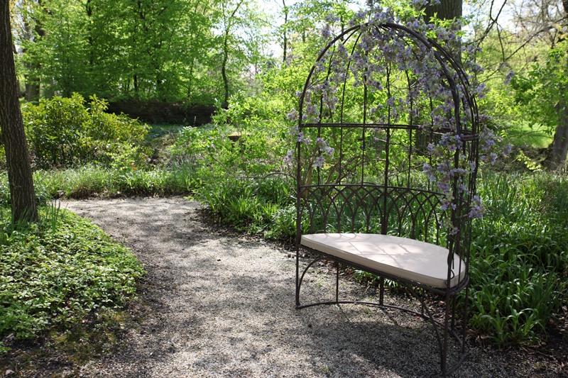Kupolás kerti pad