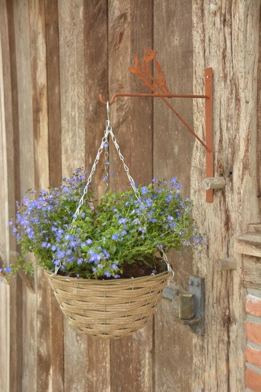 Madaras konzol virágkosárhoz