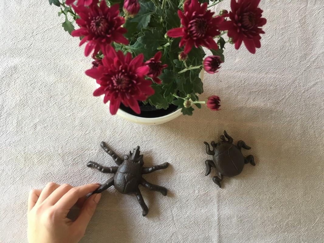 Öntöttvas faldekor rovarok