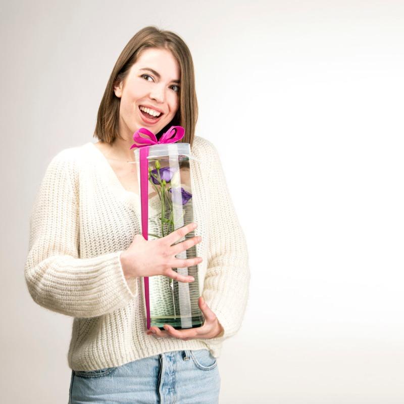 Tető henger alakú üveg vázához, vízbe merülő virágoknak