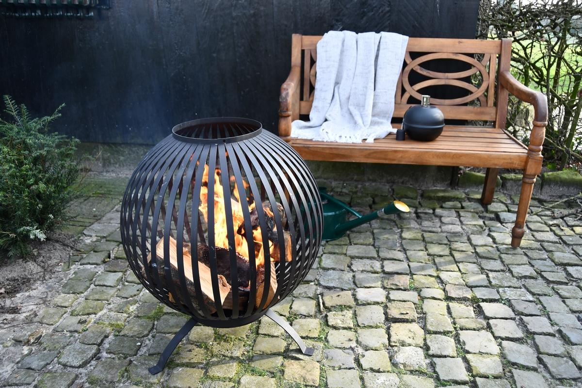 Tűzrakó gömb, csíkos mintával