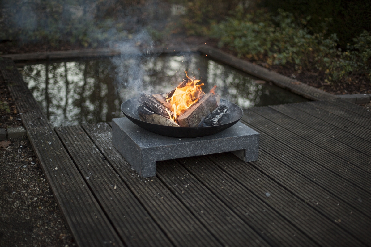 Tűzrakó tál gránit lapon