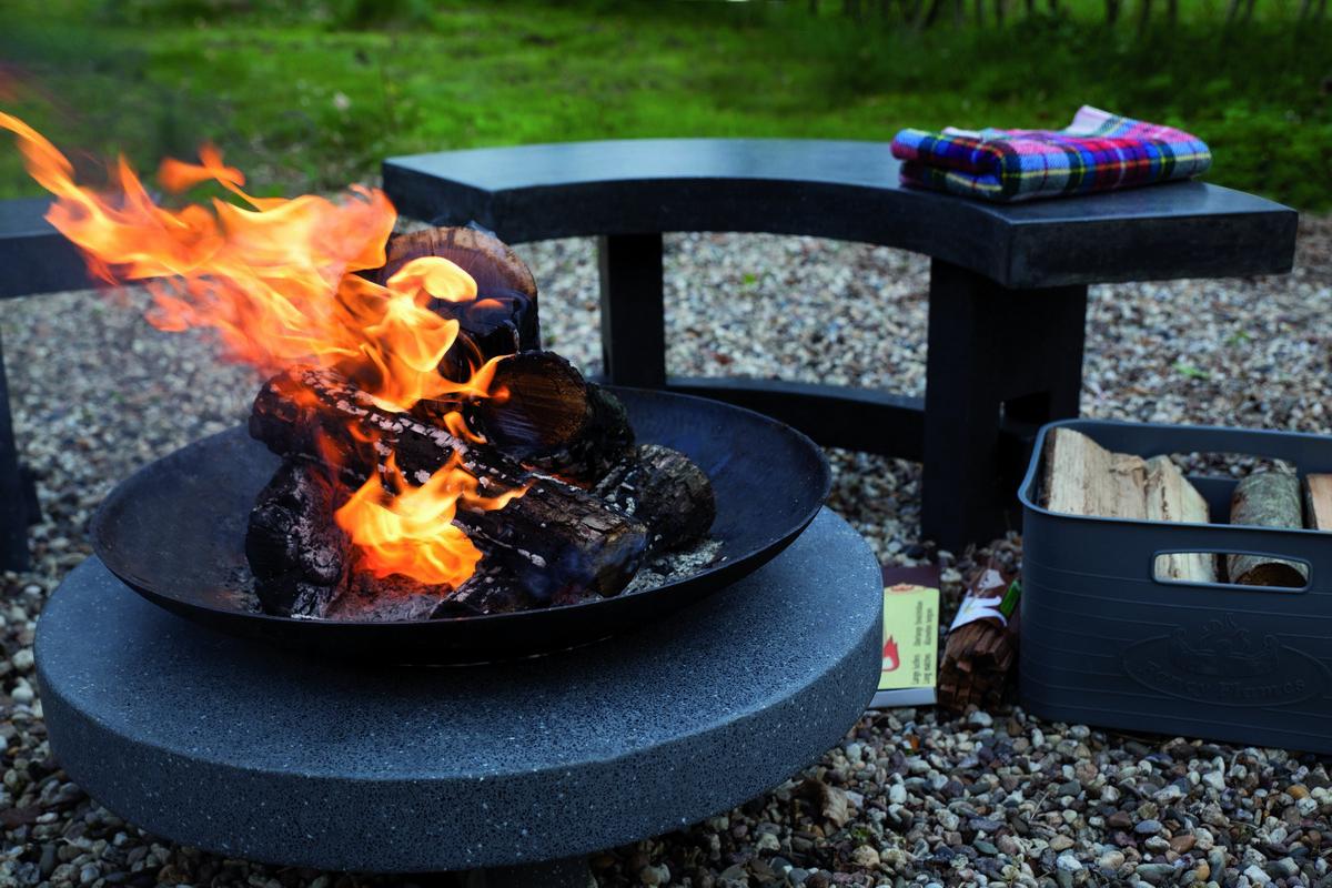 Tűzrakó tál kerek gránit lapon