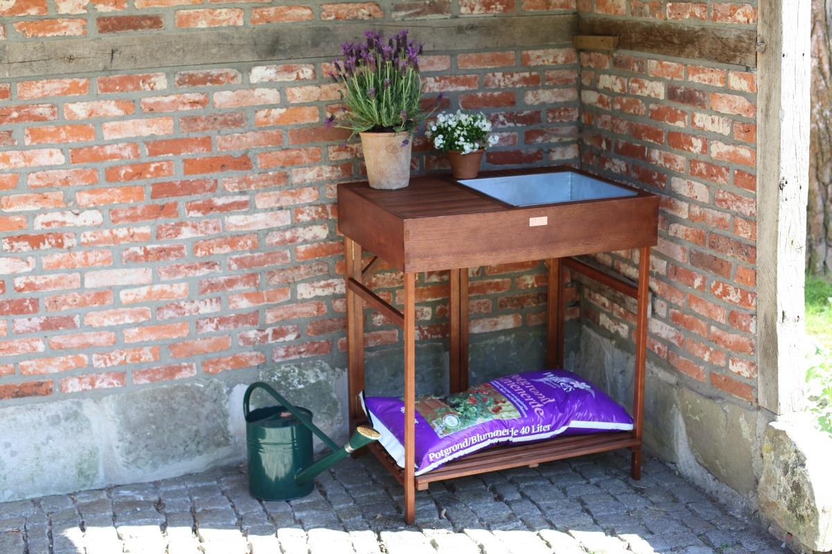 Ültető asztal fából
